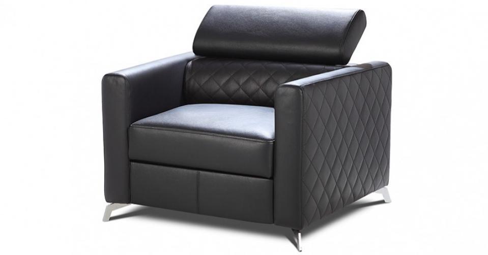Fotel MENTOR z regulowanym zagłówkiem i ozdobnym pikowaniem.