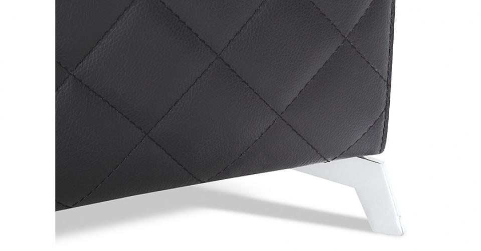 Elegancka noga włoskiej marki Motion Italia dodaje lekkości kolekcji.