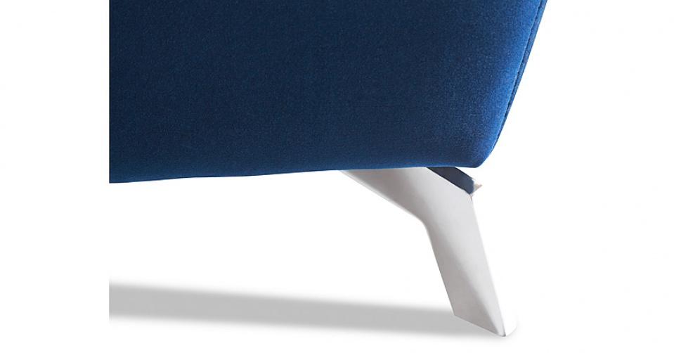Designerska noga dodaje niesamowitej atrakcyjności.