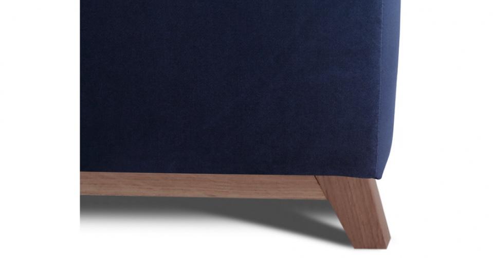 Solidna i elegancka dębowa noga podkreśla modny skandynawski styl NOVELA.