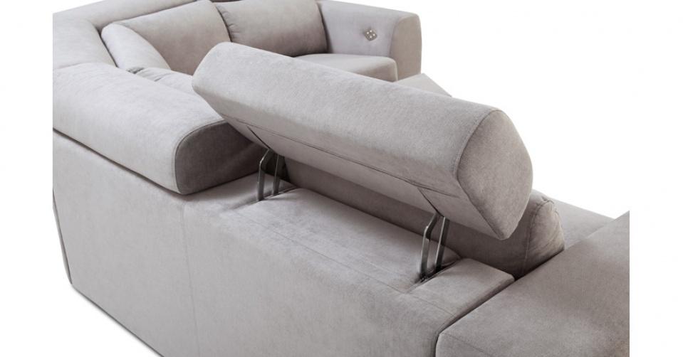 Zagłówek podnosi komfort siedzenia.