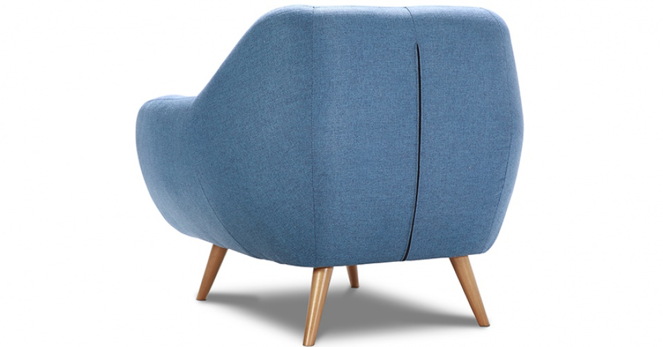 Fotel Stilo z niskim oparciem w niebieskim kolorze.