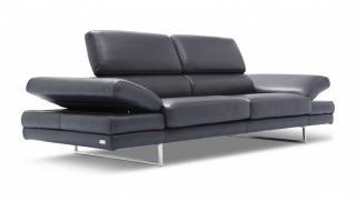 Kolekcja BRUNO DIVANO składa się z sofy, fotela oraz podnóżka.