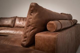 LIONEL jest meblem nierozkładanym i dlatego biorąc pod uwagę przysługujący użytkownikom należyty komfort